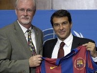 Philip O'Brien con Joan Laporta. Foto: Archivo