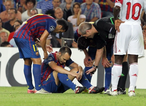 Iniesta suffers hamstring injury